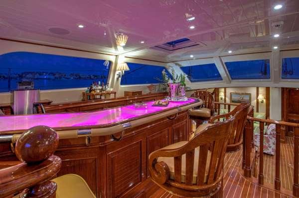 Yacht WHISPER - 11