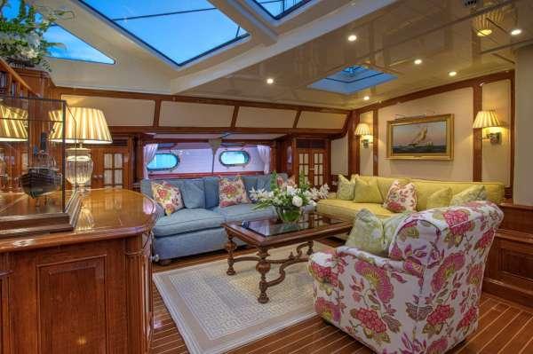 Yacht WHISPER 2