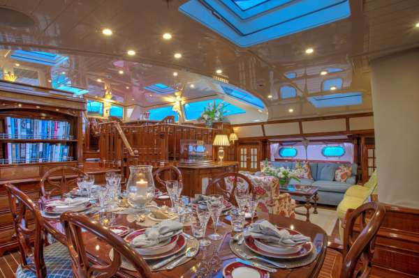 Yacht WHISPER 3