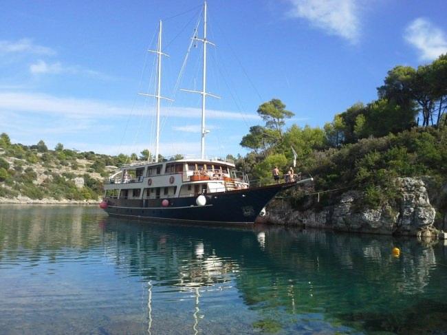 Yacht LUNA