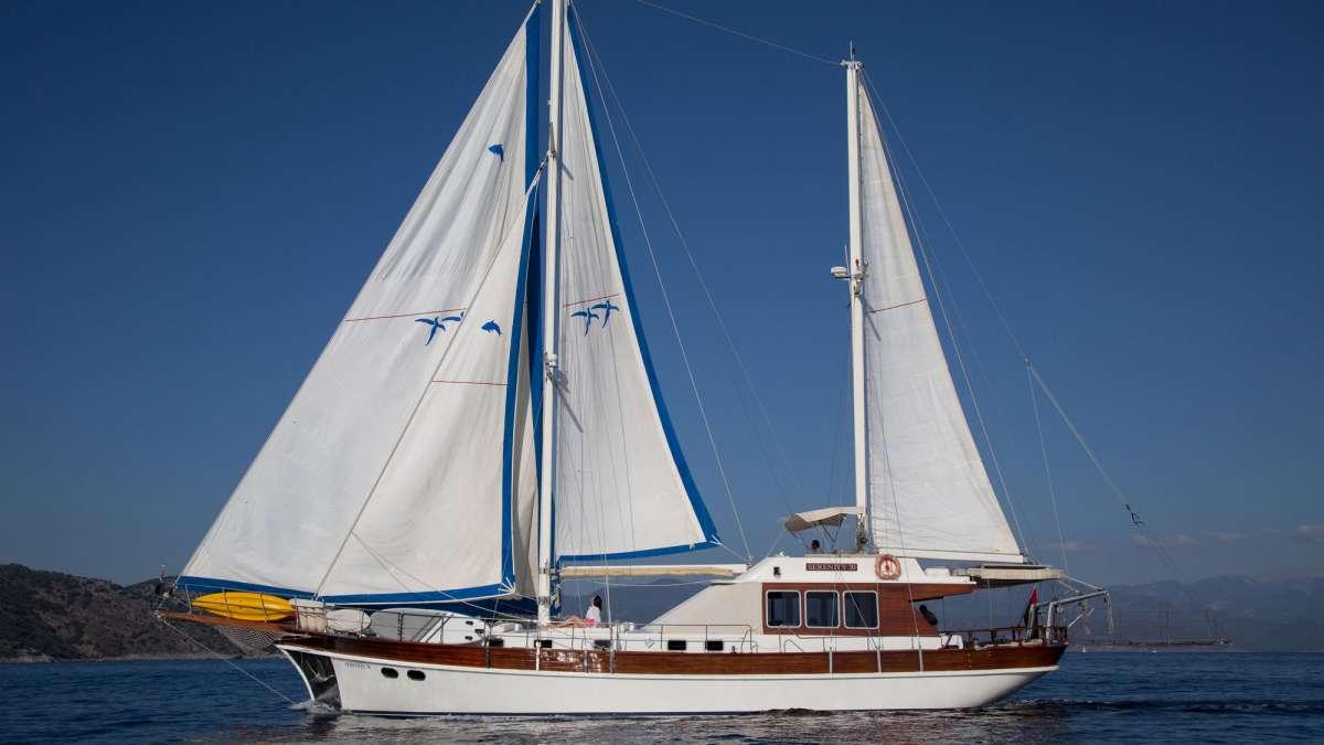 Yacht SERENITY 70 2