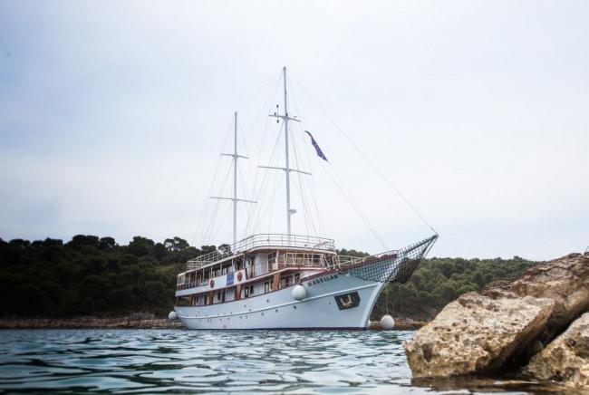 Yacht MAGELLAN
