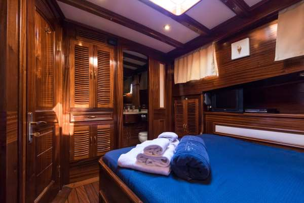 SANTA LUCIA Master cabin detail