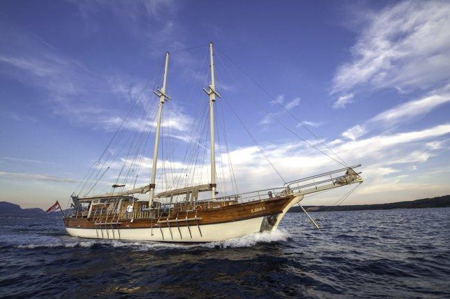 Yacht LIBRA