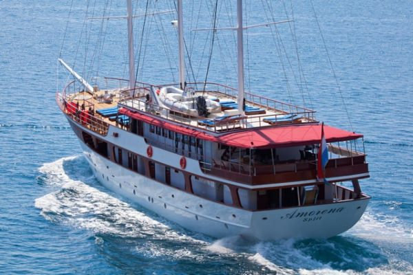 Charter with AMORENA on compassyachtcharters.com