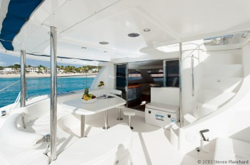 NIRVANA (POWER CAT) Aft Deck / Dining