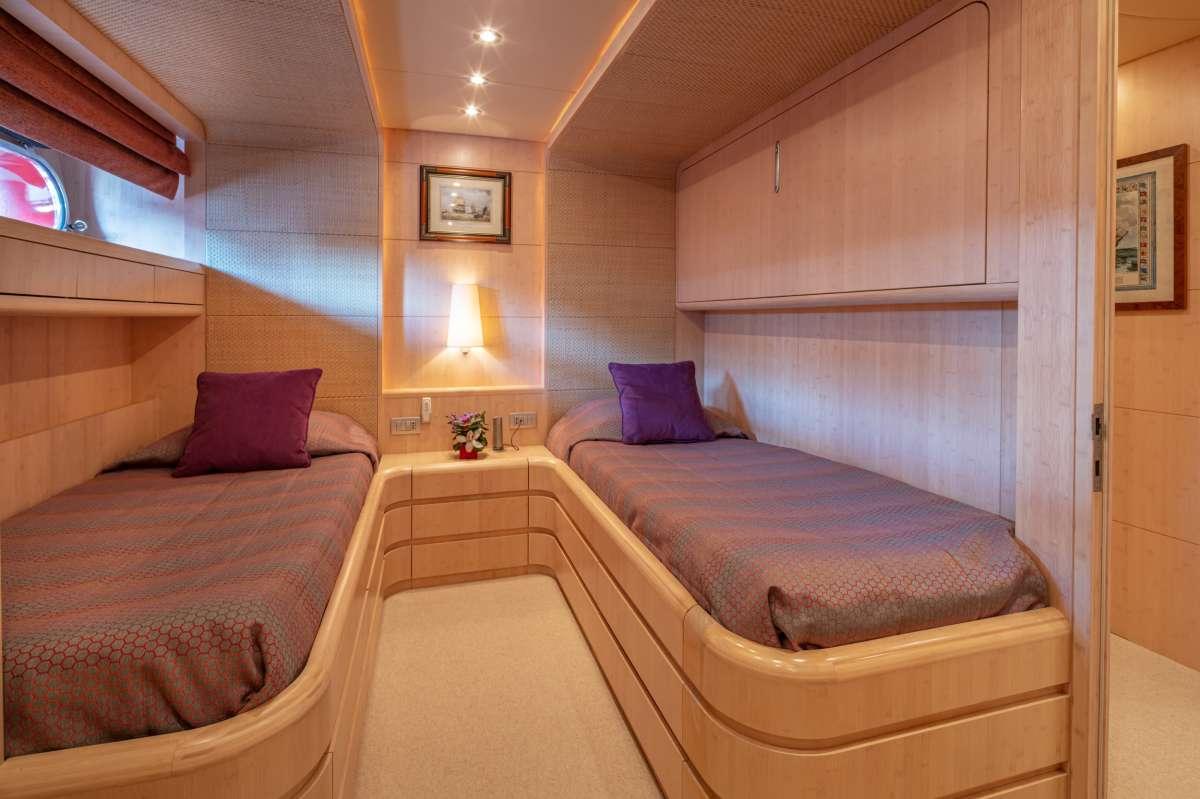 Yacht GLAROS - 11