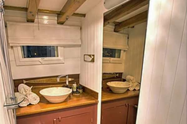 LADY ELIZABETH Forward Cabin Ensuite Bath