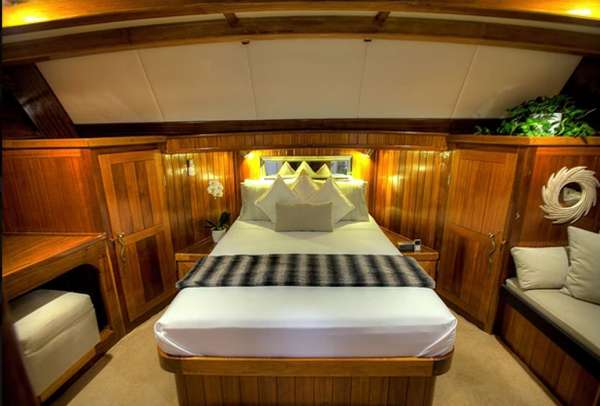 LADY ELIZABETH Master Cabin Forward