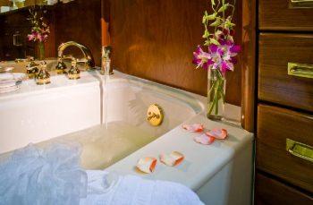 SYRENE Master has tub bath