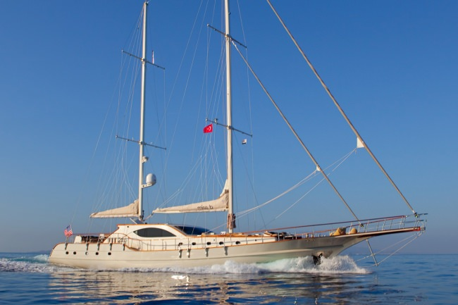 Yacht MISS B