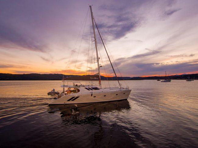 Yacht INVICTUS