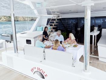 Yacht 19TH HOLE - 14