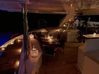 Yacht 19TH HOLE - 15