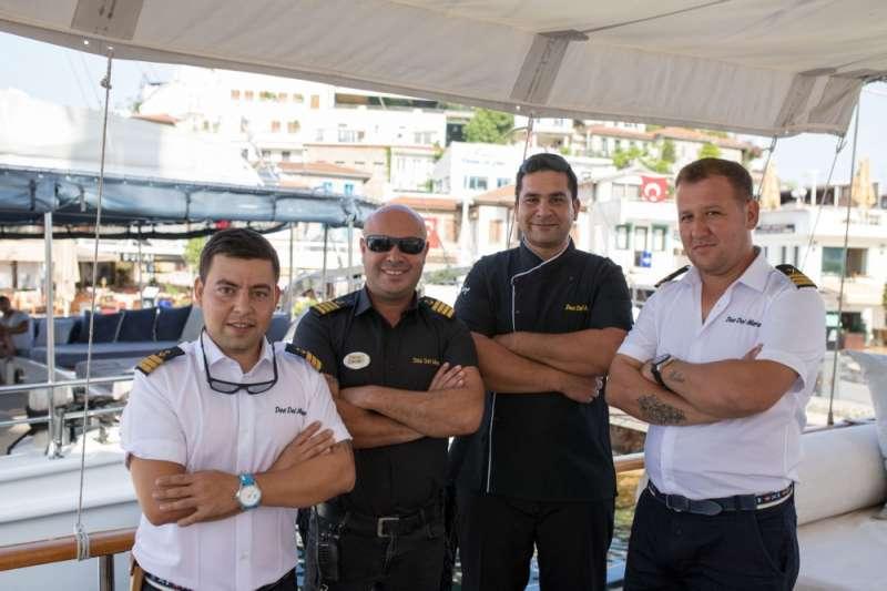 DEA DEL MARE's crew