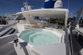 PERFECT SENSE Flybridge Jacuzzi