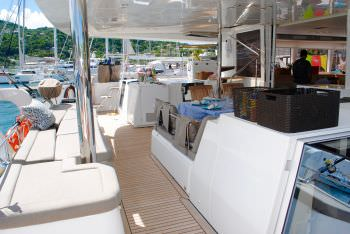 AMAZING LADY Aft Deck from the side