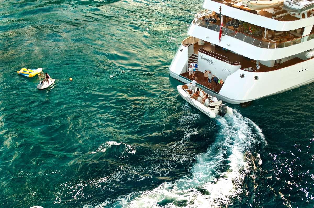 Yacht LAUREN L - 11