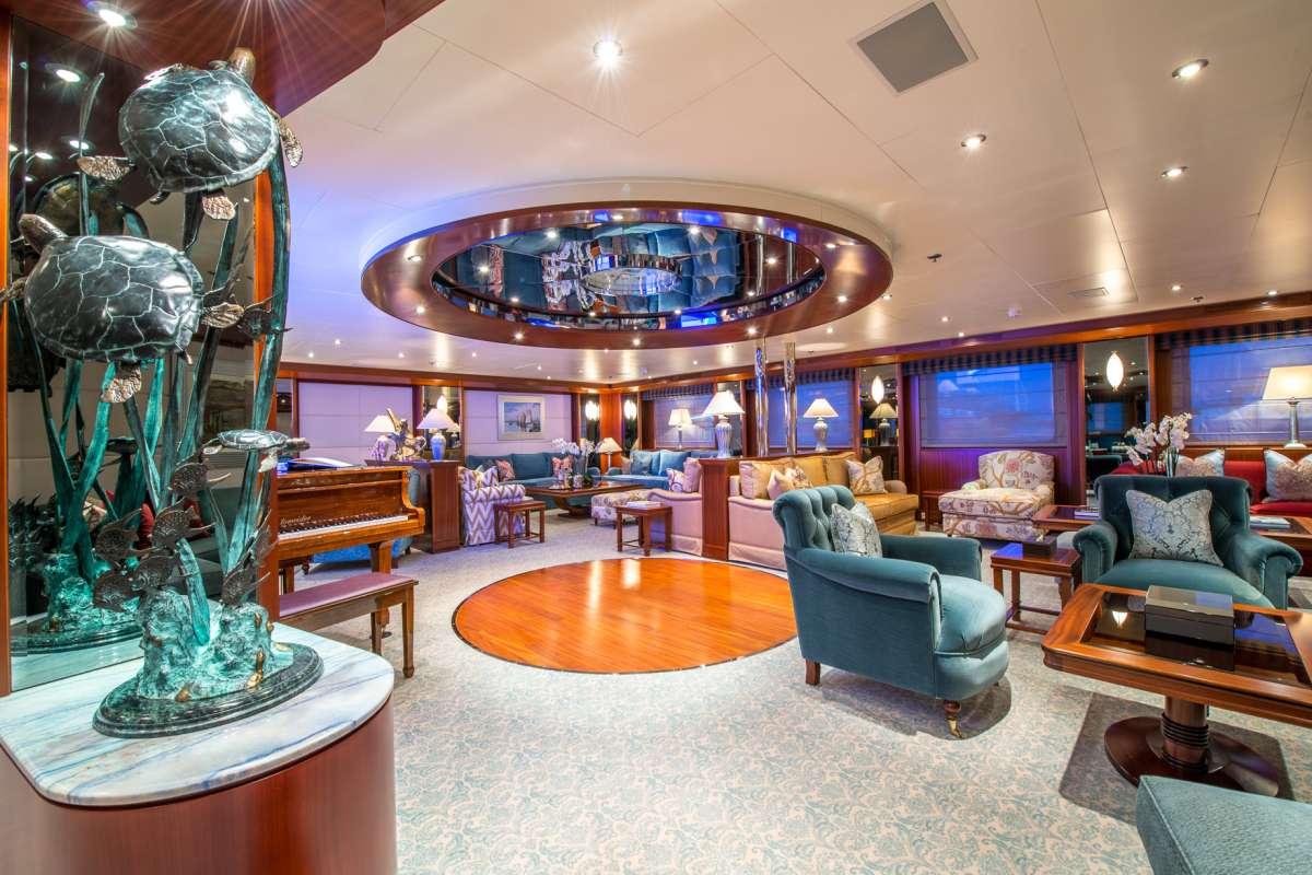 Yacht LAUREN L 2