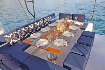 BAMARANDI Flybridge Dining
