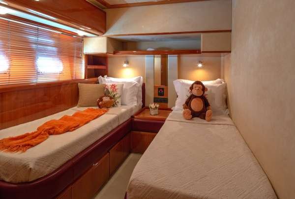 AMOR Twin Guest cabin