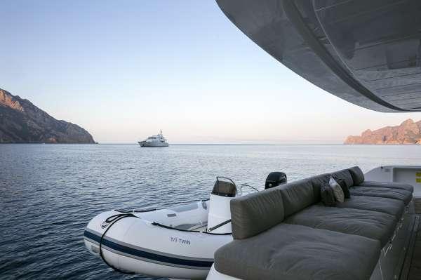 Yacht TWIN - 13