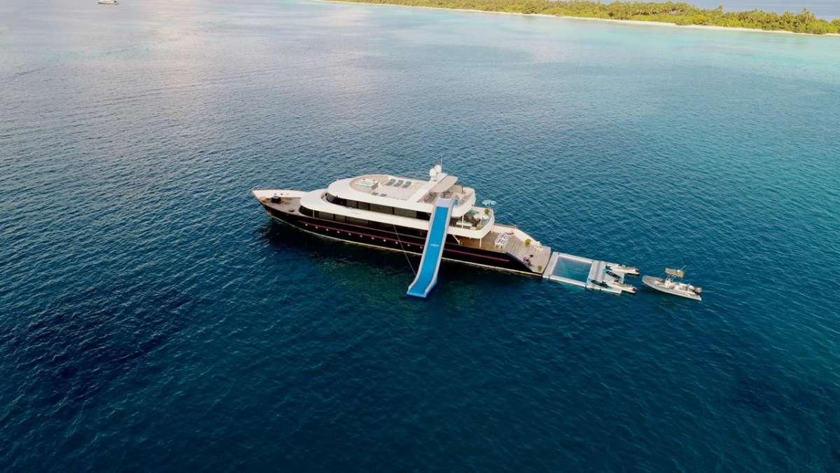 Yacht AZALEA