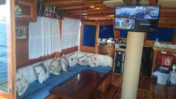 Yacht AMRA 2