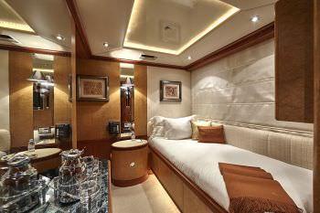 KANALOA  Bridge deck single cabin