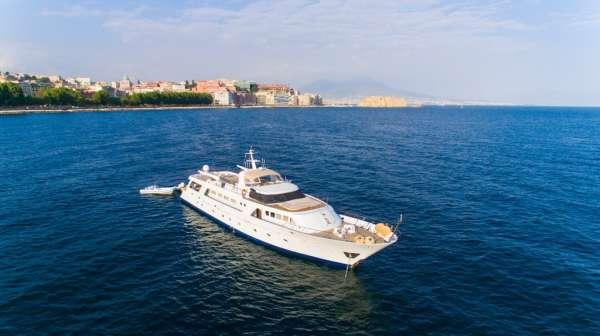 Yacht INDIA - 18