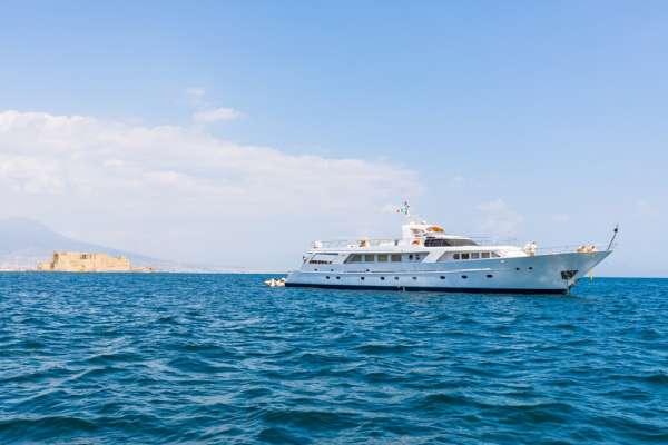 Yacht INDIA - 19