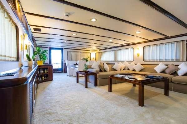 Yacht INDIA 2