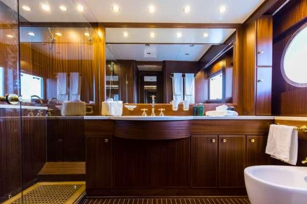 Yacht INDIA - 9