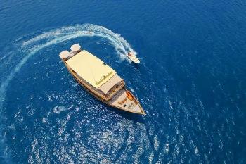 Yacht MISCHIEF - 16