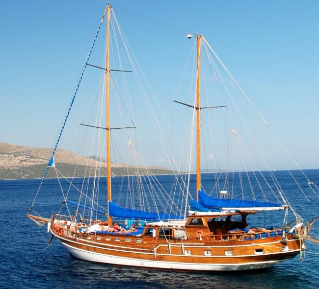 Yacht SYROLANA