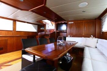Yacht BESAME MUCHO 3