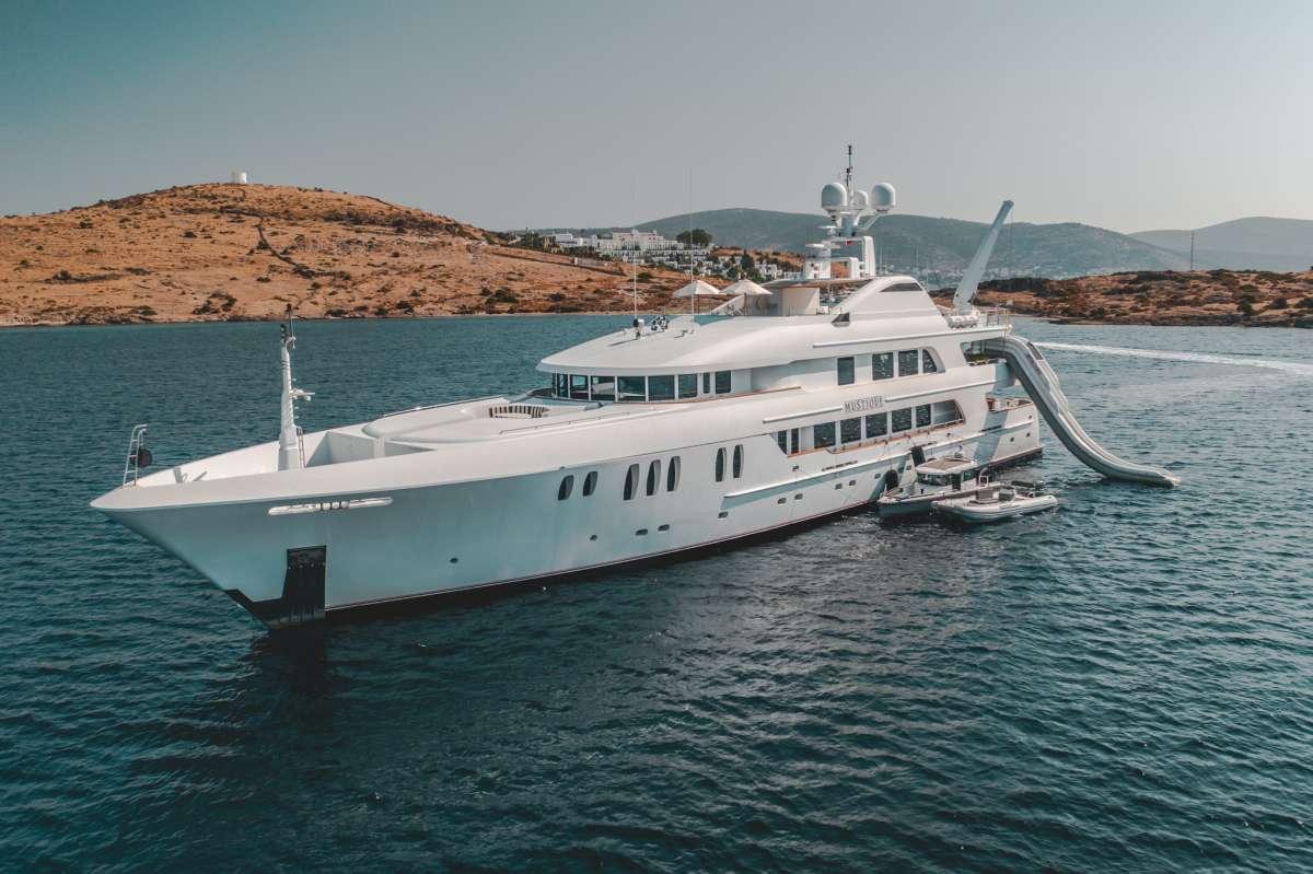 Yacht MUSTIQUE