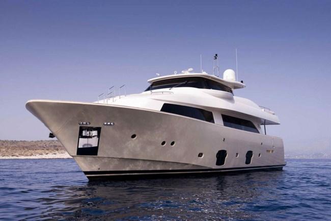 Yacht DANA