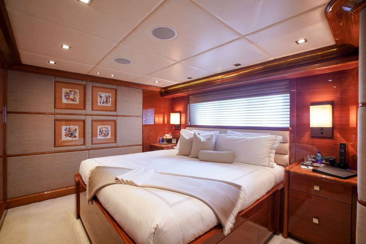 ASPEN ALTERNATIVE Guest King Stateroom