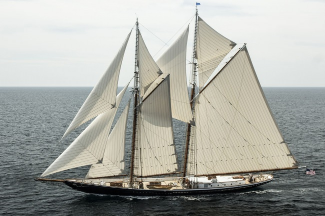 Yacht COLUMBIA