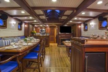 Yacht COLUMBIA 2