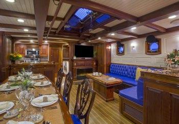 Yacht COLUMBIA 3