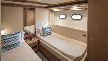 CRYSTAL PARROT Twin Guest Stateroom