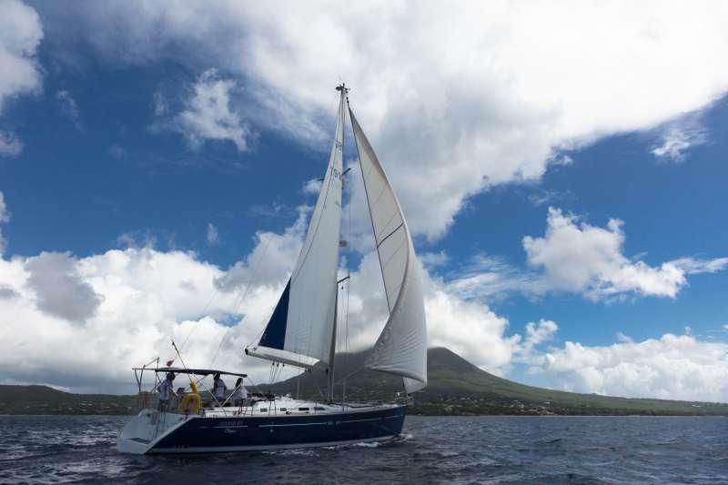 Yacht HALF TIDY