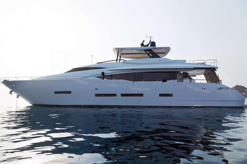 Yacht LARA
