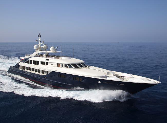Yacht LEDRA