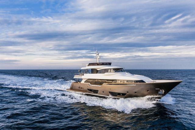 Yacht YVONNE