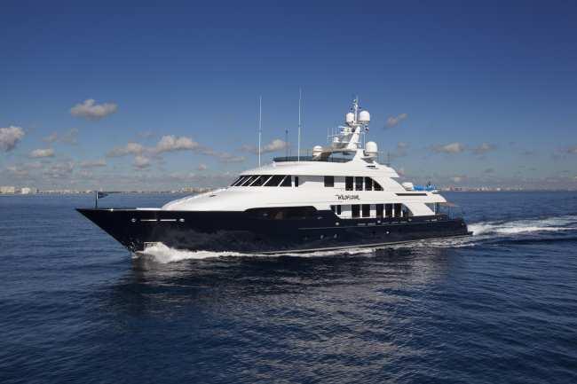 Yacht WILDFLOUR