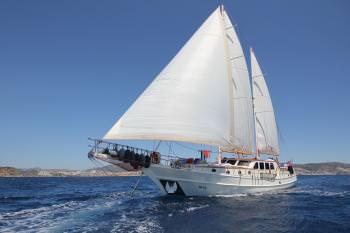 Yacht MIA 2