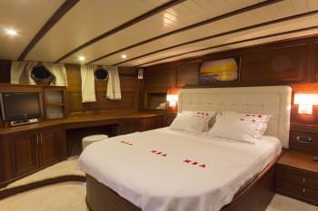 Yacht MIA - 8